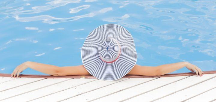 Odpoczynek od retinoidów, czyli pielęgnacja skóry dojrzałej latem - Uroda 40 plus
